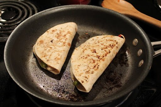 Jenny Craig Volumizing Chicken Fajita Quesadilla | No Thanks to Cake
